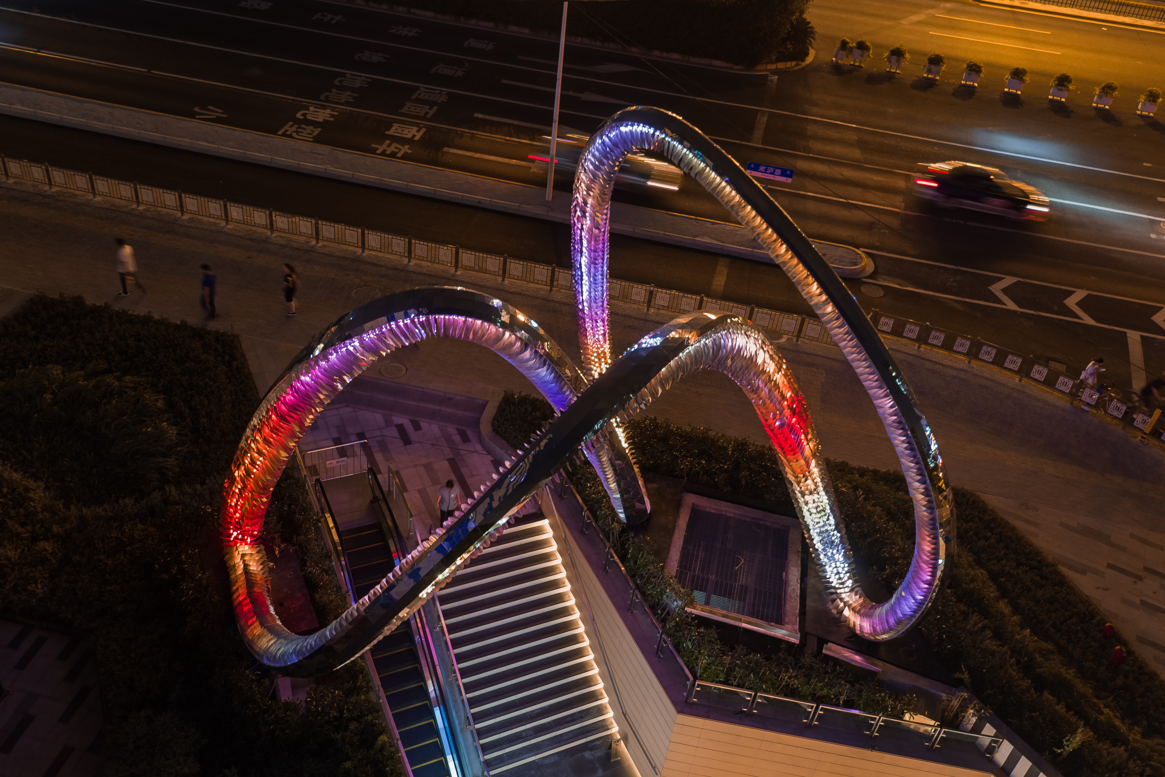 上海大学路雕塑莫比乌斯环-全景1.JPG