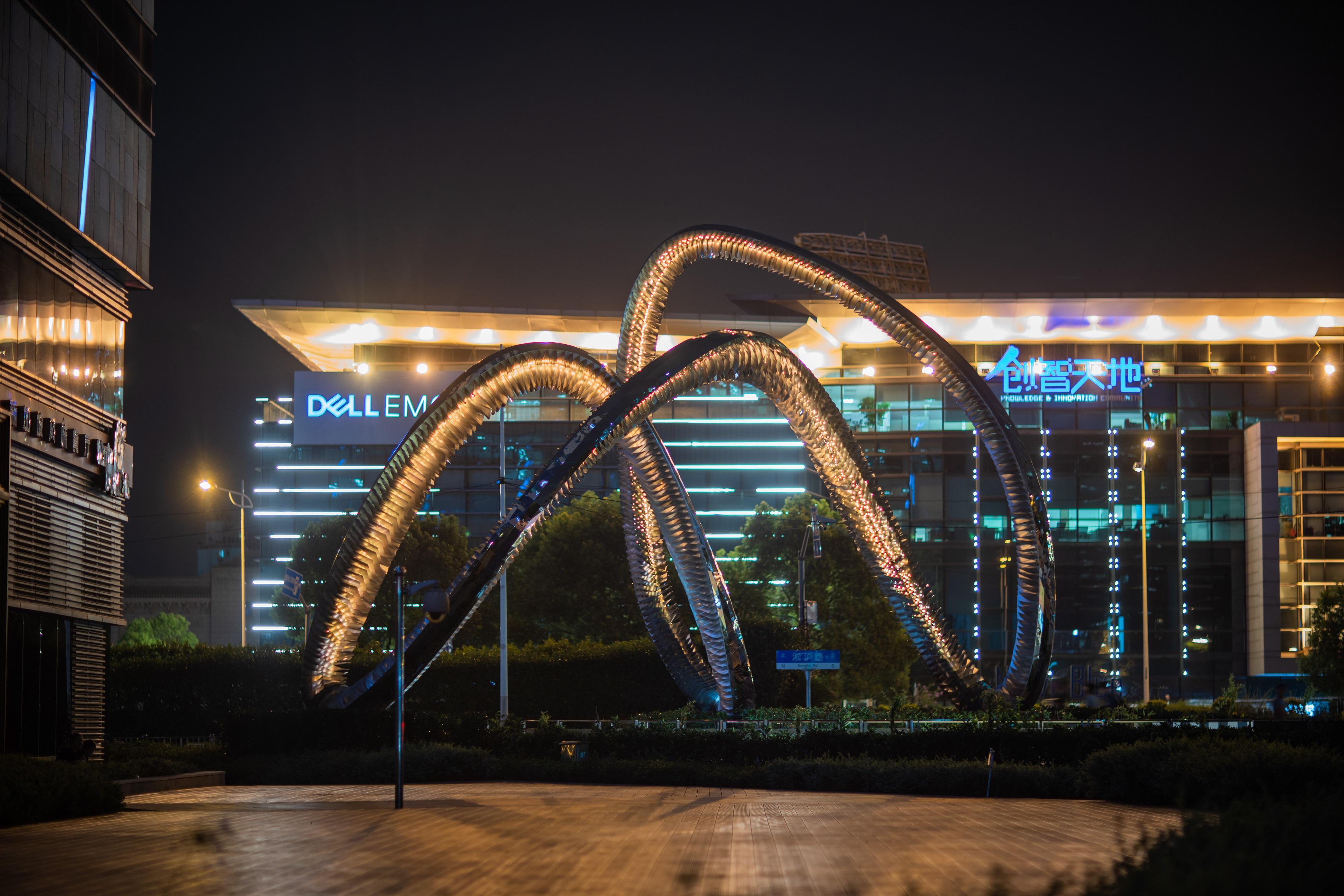 上海大学路雕塑莫比乌斯环-全景5.jpg
